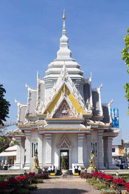 Current Khon Kaen city pillar shrine