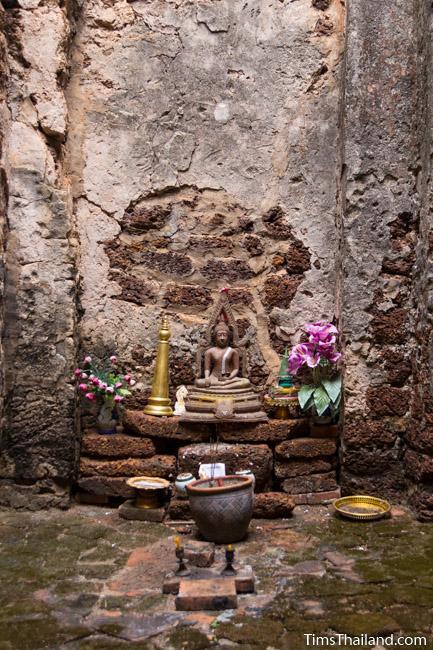 shrine inside prang wat chulamani khmer ruin