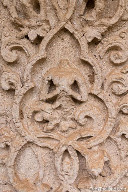 stucco human at prang wat chulamani khmer ruin