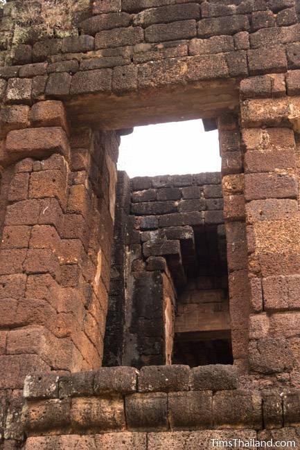 San Ta Pha Daeng Khmer ruin back door