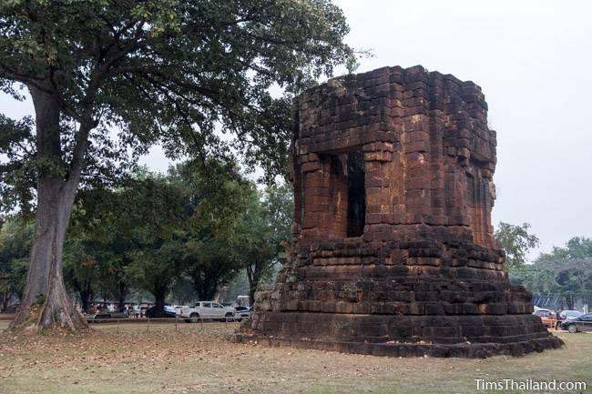 San Ta Pha Daeng Khmer ruin