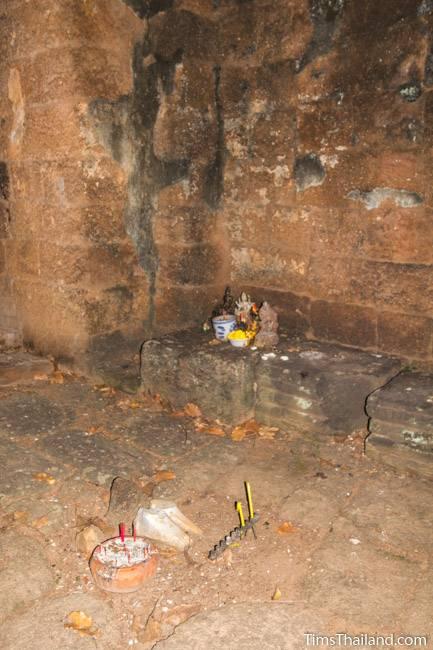 San Ta Pha Daeng Khmer ruin interior