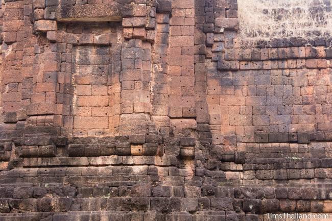 San Ta Pha Daeng Khmer ruin wall