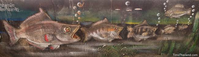 picture of big fish eating little fish on Wat Pho Nontan meditation hall