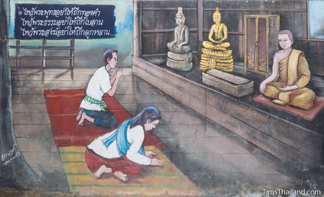picture of people respecting monk on Wat Pho Nontan meditation hall