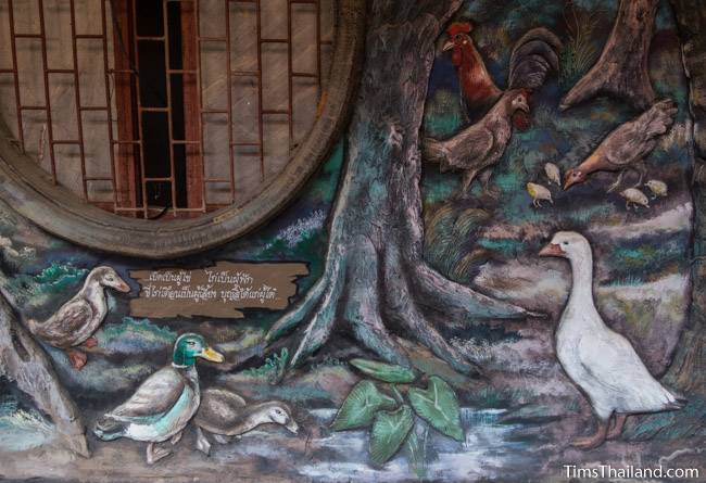 picture of ducks and chickens on Wat Pho Nontan meditation hall