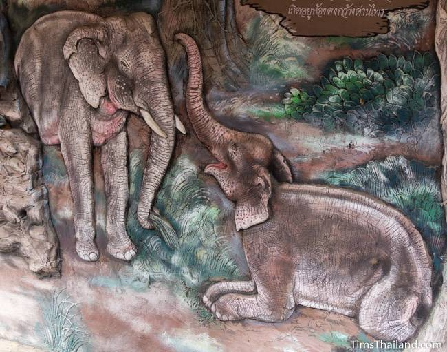 picture of elephants on Wat Pho Nontan meditation hall