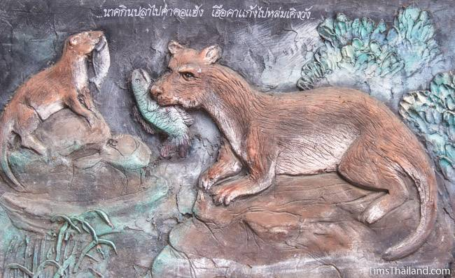 picture of otter on Wat Pho Nontan meditation hall