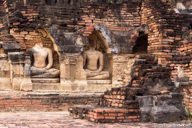 Buddhas in stupa at Wat Phra Phai Luang Khmer ruin