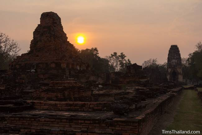 sunset at Wat Phra Phai Luang Khmer ruin