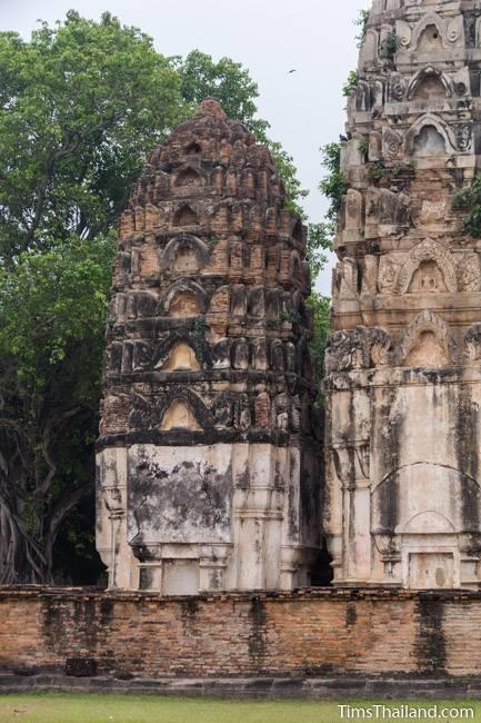 Wat Si Sawai Khmer ruin towers