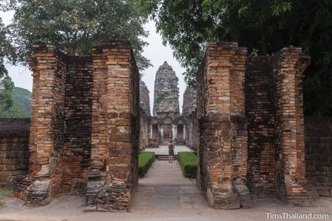 entrance to Wat Si Sawai Khmer ruin