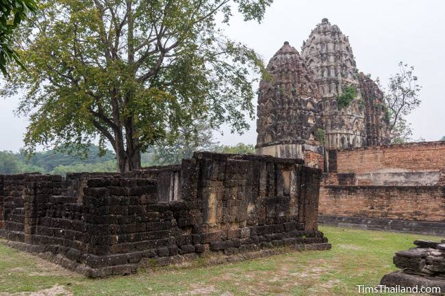 unknown building next to towers of Wat Si Sawai Khmer ruin
