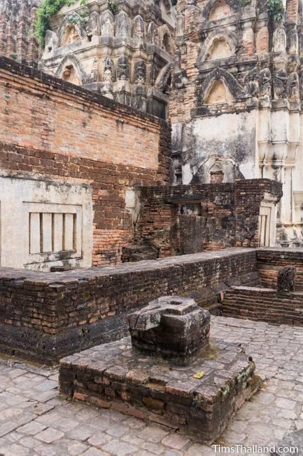 yoni at Wat Si Sawai Khmer ruin