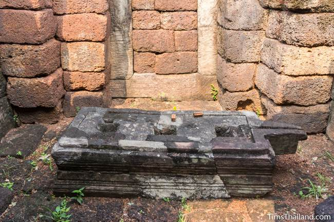 triple pedestal of Prang Ku Ban Nong Faek Khmer ruin