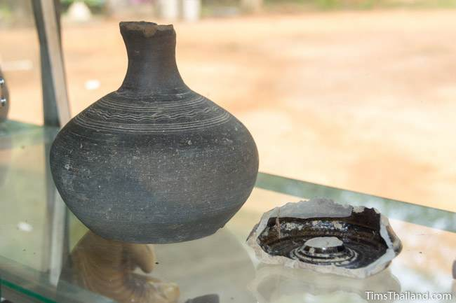 pottery at Prang Ku Ban Nong Faek Khmer ruin