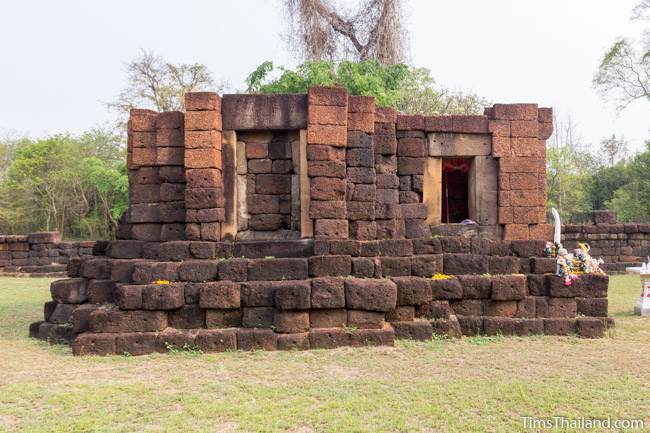 main sanctuary of Prang Ku Ban Nong Faek Khmer ruin