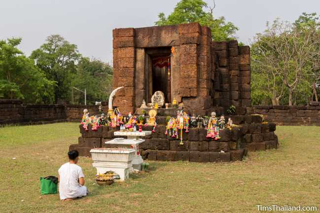 woman praying in front of main sanctuary of Prang Ku Ban Nong Faek Khmer ruin