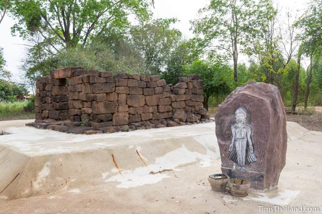 Buddha relief next to Ku Ban Nong Ranya Khmer ruin