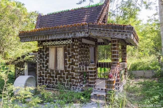 Wat Khuat bottle temple's monks' quarters
