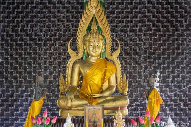 Wat Khuat bottle temple's main Buddha image