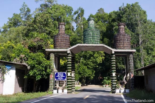Wat Khuat bottle temple's main gate