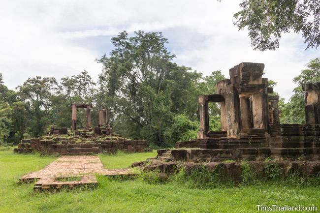 both buildings at Prang Phakho Khmer ruin
