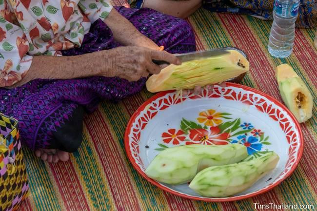 woman cutting papaya