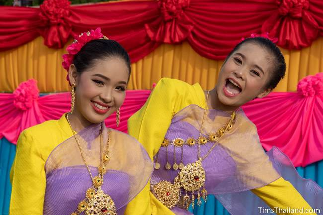 women in traditional Thai clothes