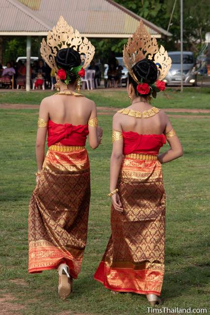 two women in traditional Thai dress
