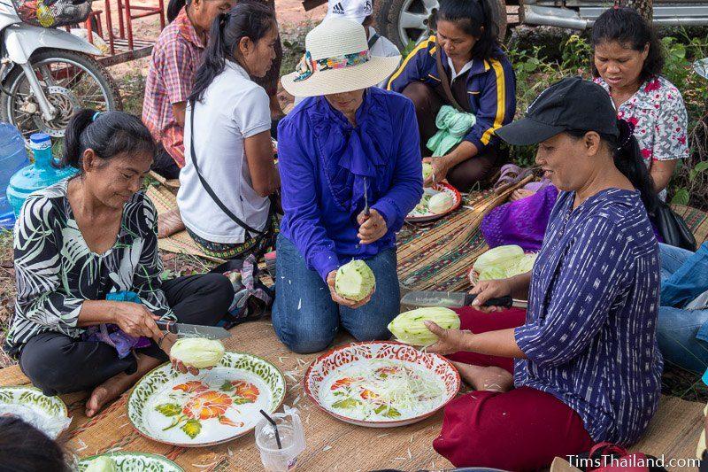 women slicing papaya