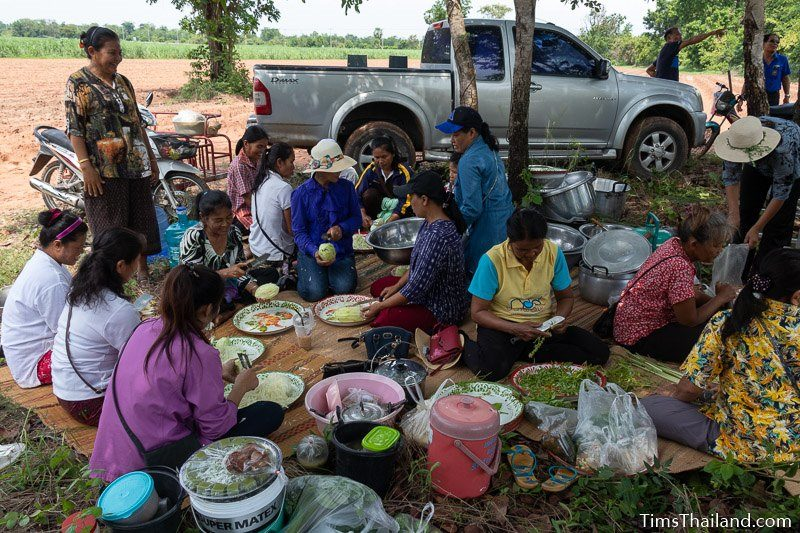 women preparing lunch