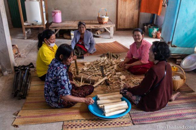 women peeling khao lam