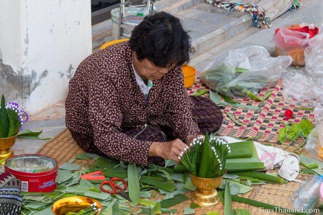 woman making bai sii
