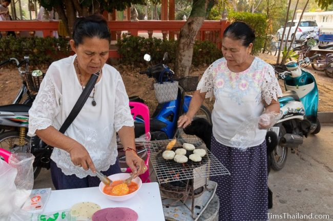 women making khao jee at the temple