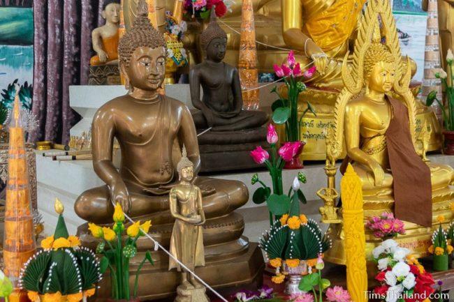 sai sin sacred thread wrapped around several Buddhas