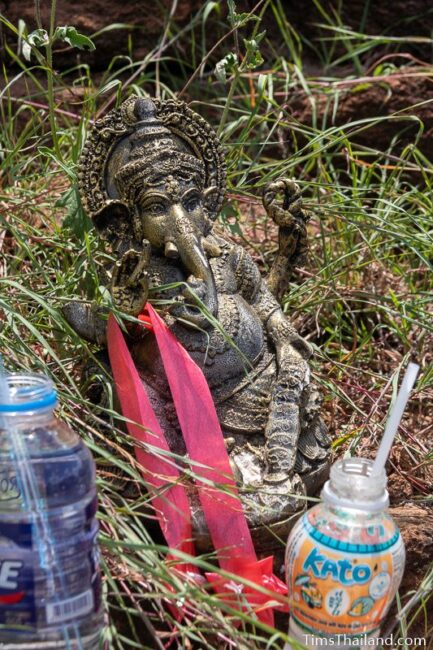 ganesh statue with offerings
