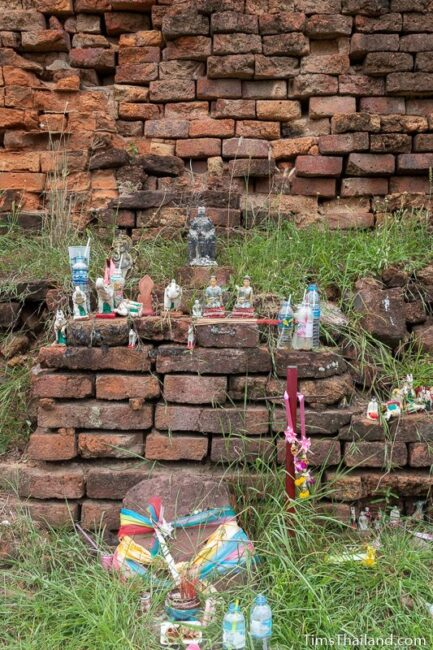 offerings in front of the stupa